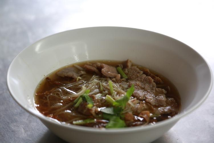 Beef noodles (Kuay teow neua) at Wattana Panich