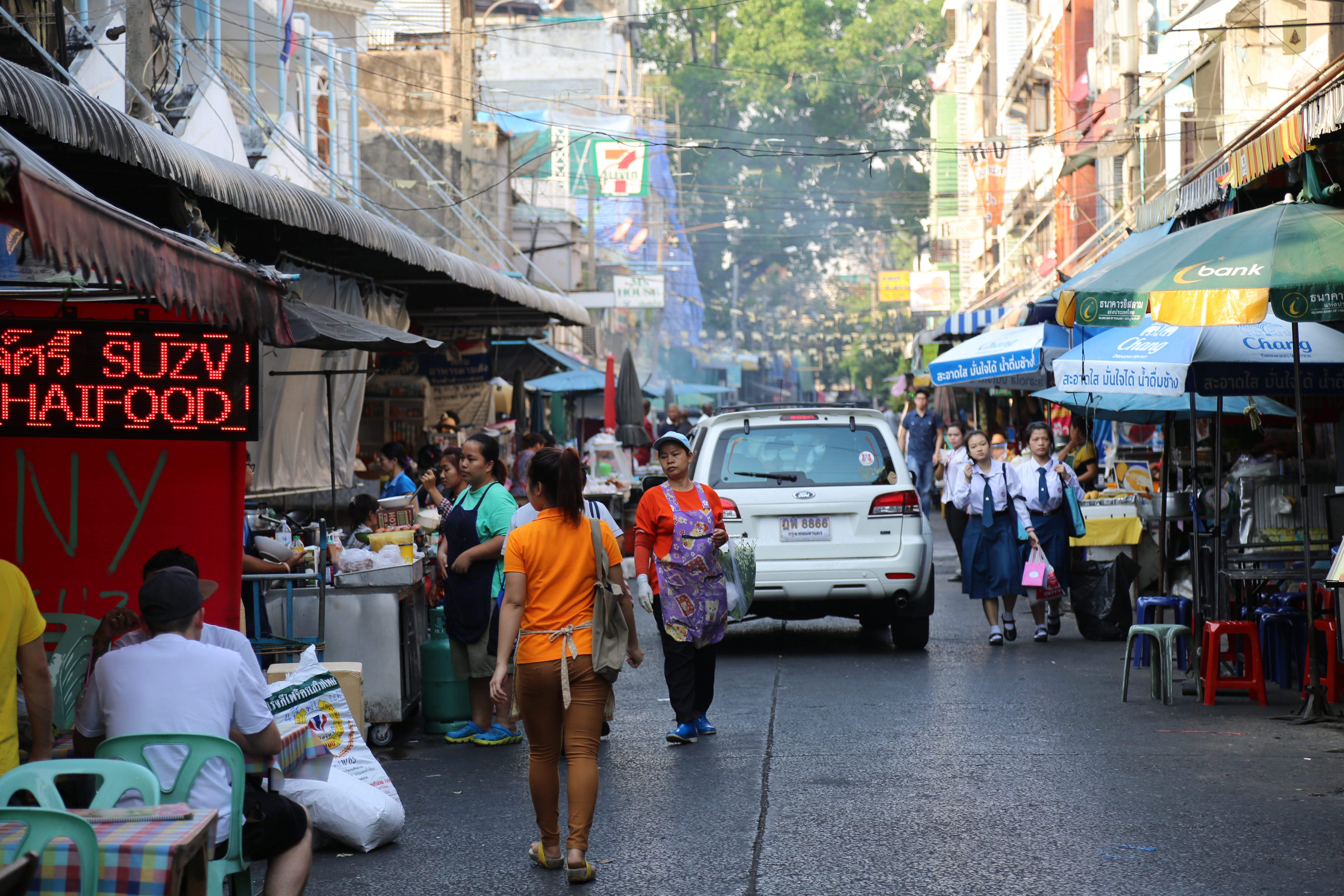 the importance of street vendors Nationally coordinated eviction of street-traders from the public spaces of all   street-vending sector, and its importance as a livelihood avenue for the poor, the .